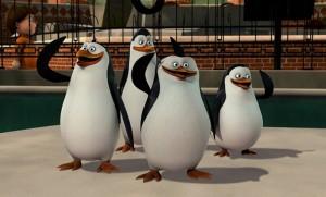 пингвины улыбаются и машут